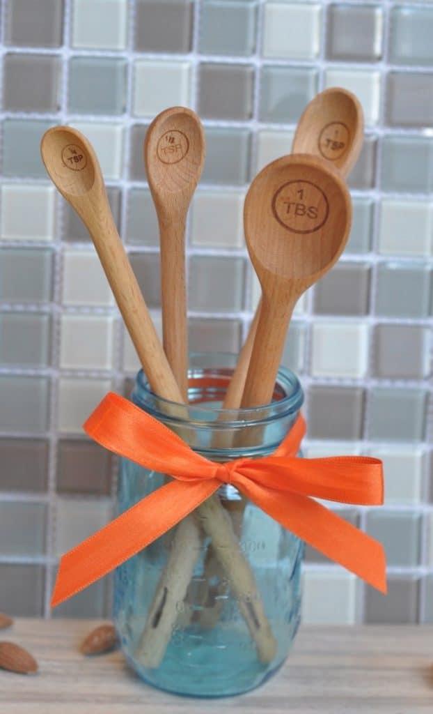 measuring-spoons-in-spice-jar